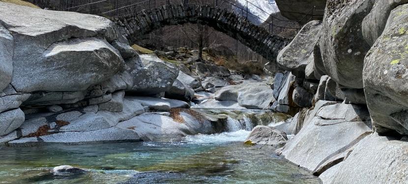 Hiking stunning rock villages in Ticino – Foroglio toCalnègia
